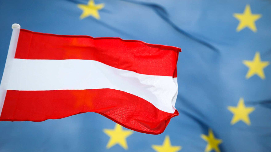 The Austrian and European flag © BKA/Andy Wenzel